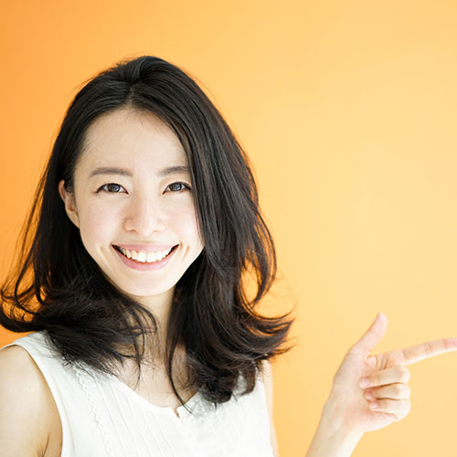 Asian-girl-smiling-and-pointing-right